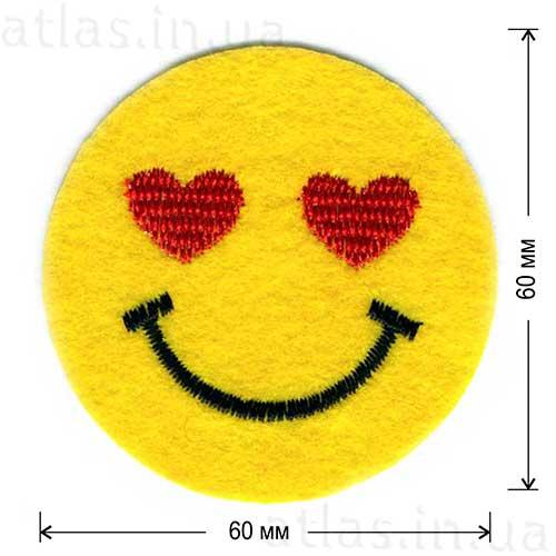 смайлик с сердечками нашивка для детей