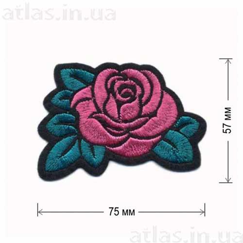 роза розовый бутон