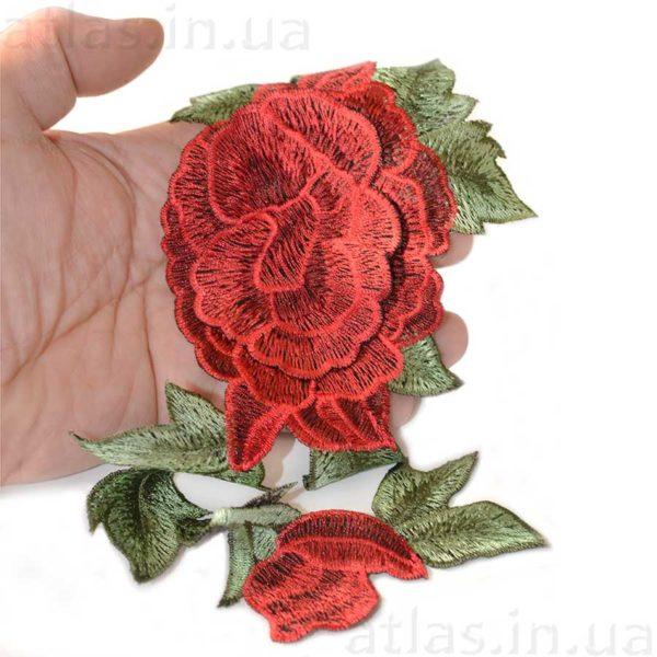 красная роза на сетке два бутона аппликация