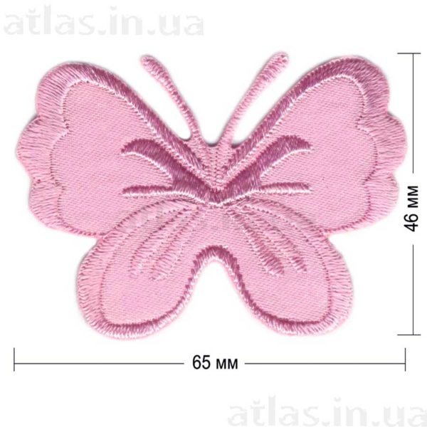 светло-розовая бабочка на атласе нашивка 65x46 мм