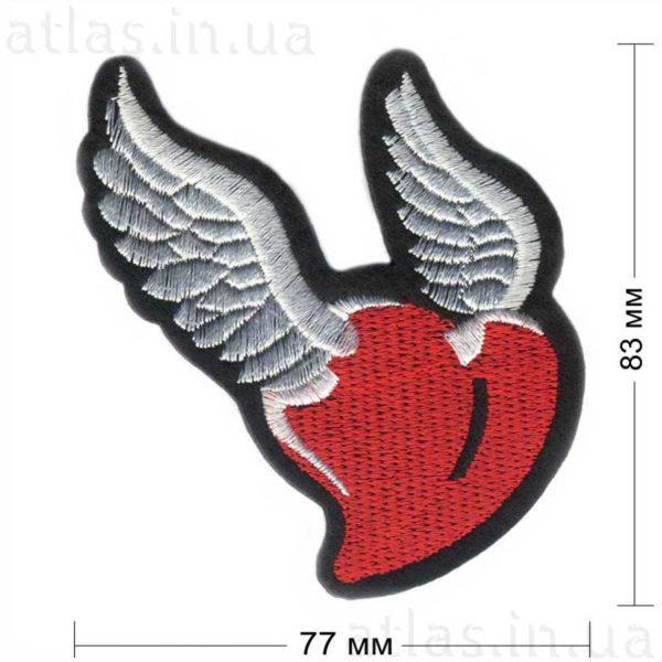 сердце с крыльями нашивка
