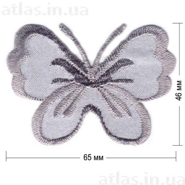 серая бабочка на атласе нашивка 65x46 мм